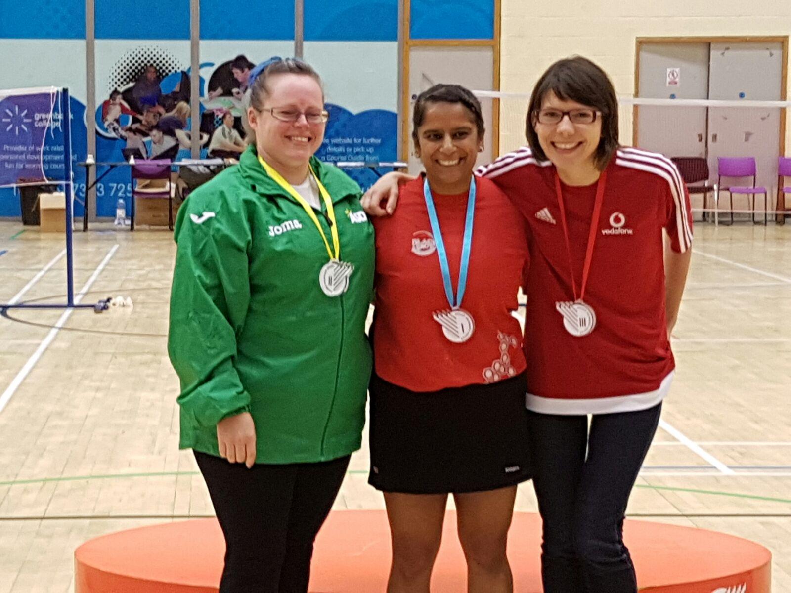 Women's Singles 30-39 (l_R) Sam Stow (2nd) Amardeep Panesar (1st) & Anca Ferent (3rd)